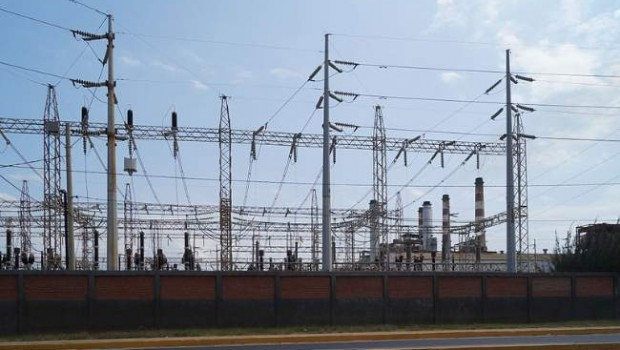 Electric Transmission Lines Photo By Rjcastillo Creative Commons ShareAlike Licence
