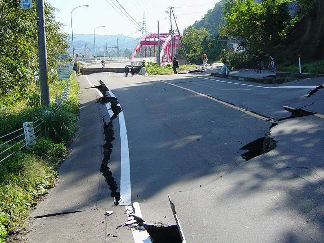 Earthquake Impact On A Road (Chuetsu) Yamabe Bridge Creative Commons ShareAlike Licence