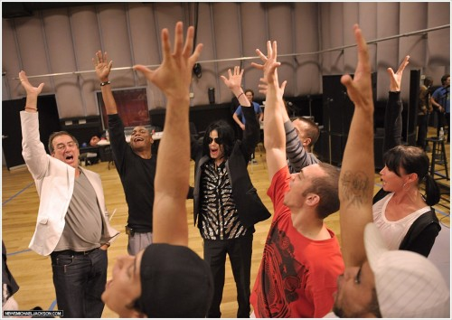 Michael Jackson's This Is It Film Review Michael Jackson With The Producer And Dance Cast