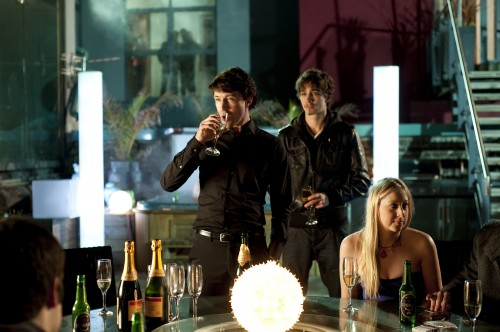 http://yellowmagpie.com/wp-content/uploads/2010/11/LOVE-HATE-John-Boy-Aidan-Gillen-with-Darren-Robert-Sheehan-500x332.jpg