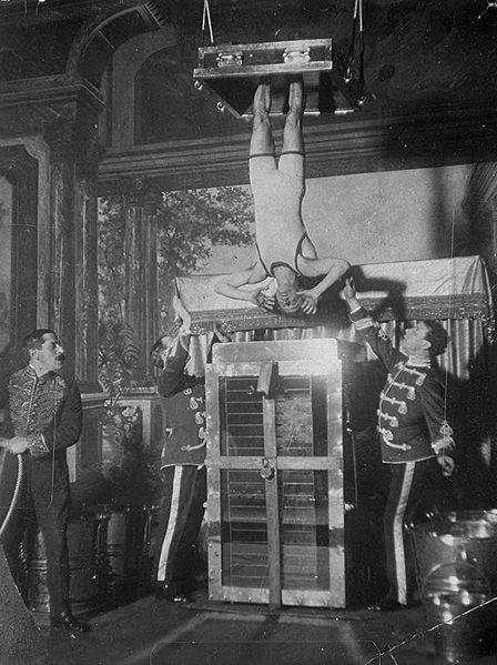 Harry Houdini And The Chinese Water Torture Cell