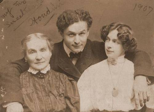 Harry Houdini With His Mother And Wife