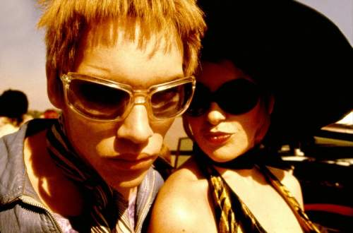 Velvet Goldmine Film Review Brian Slade (Jonathan Reece Meyers) And Mandy Slade (Toni Collette)
