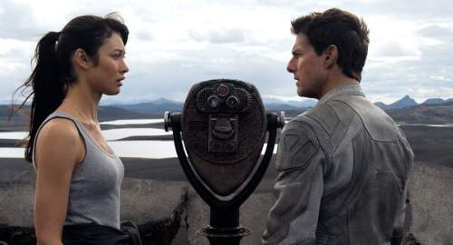 Oblivion Film Review Julia Rusakova (Olga Kurylenko) And Jack Harper (Tom Cruise)